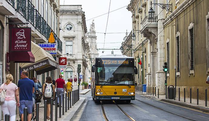 Los semáforos de Lisboa darán prioridad a los autobuses