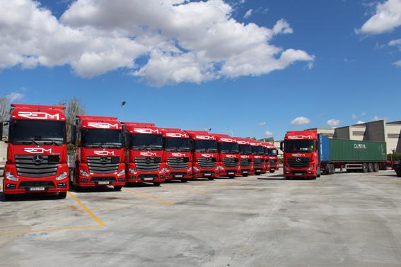 Mercedes entrega 20 tractoras a REM Transports