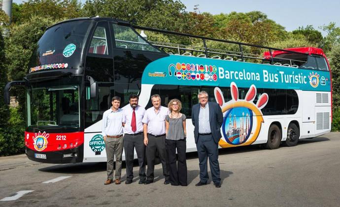La flota del Barcelona Bus Turístic (BBT) ha incorporado los dos primeros vehículos de 14 metros de longitud y dos pisos.