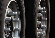 Bridgestone lanza un nuevo neumático todo tiempo para vehículos pesados