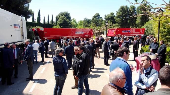 Schmitz Cargobull presenta en Zaragoza su gama de basculantes para España
