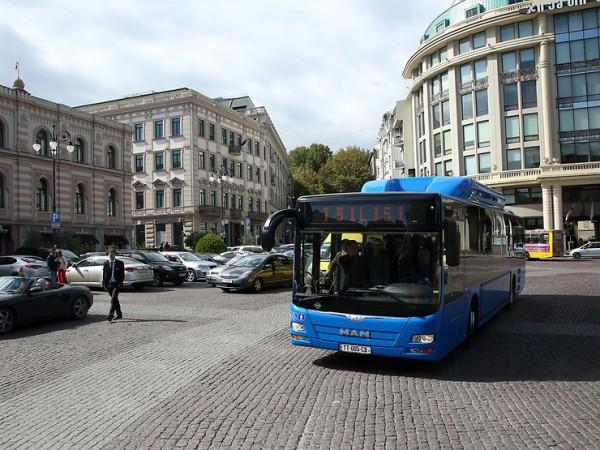 Uno de los autobuses de MAN propulsados por gas que ya recorre las calles de Tbilisi.