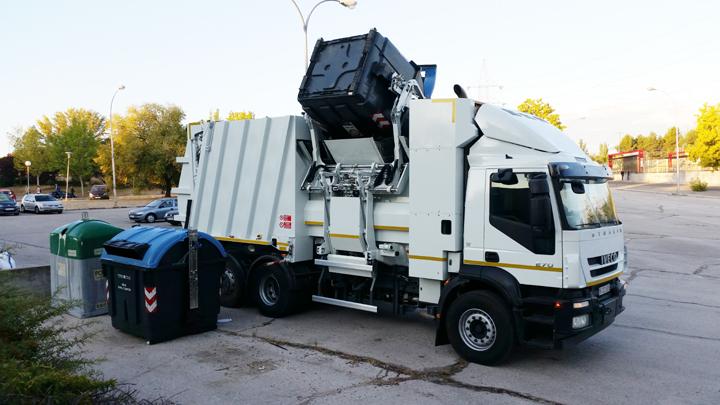 El vehículo eléctrico de recogida de basura de FCC ya está preparado para circulación y uso
