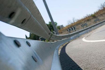 El 30% de las barreras de seguridad de las carreteras españolas presentan defectos