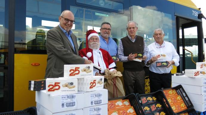 Guaguas Municipales dona 500 kilos de dulces navideños