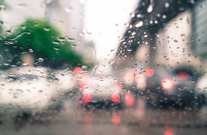 Cómo se pueden beneficiar los conductores de mercancías por carretera de la aplicación de un tratamiento antilluvia en los parabrisas de sus vehículos