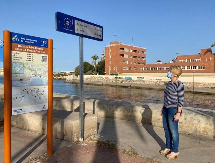 Andalucía señaliza un nuevo tramo de casi 100 kilómetros de la ruta EuroVelo 8 en Almería