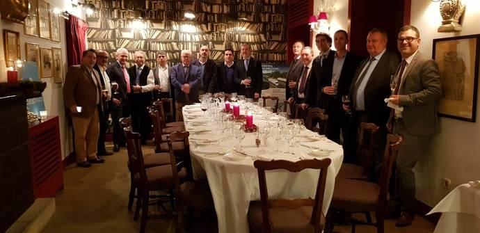 Momento de la cena de navidad de la Junta de Gobierno de Atfrie.