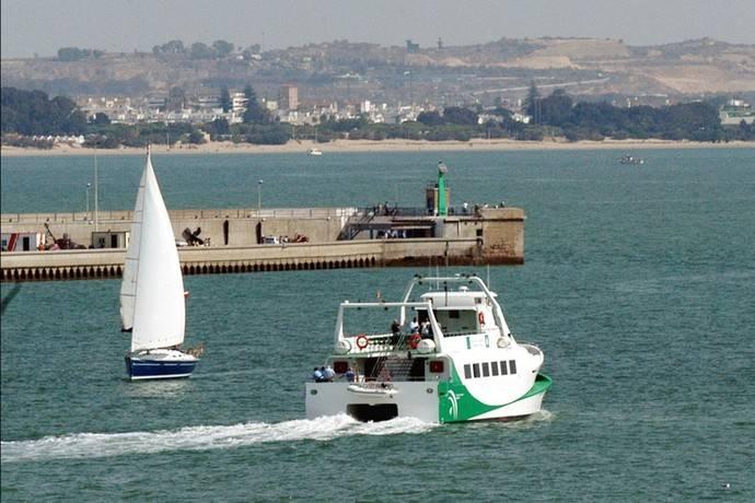 El servicio de catamarán forma parte del Consorcio de la Bahía de Cádiz.