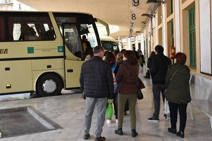 Un autocar del Consorcio de Transporte Metropolitano del Área de Jaén.
