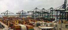 Contenedores en una de las terminales del Puerto.