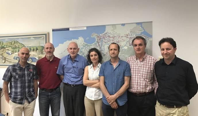 Dbus recibe visita de una delegación del Grupo Acha