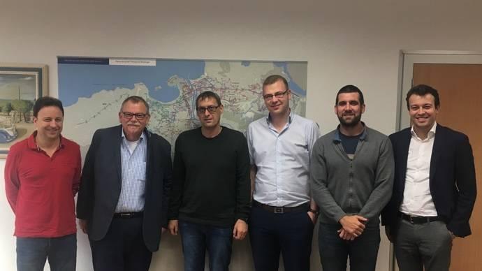 Dbus recibe visita de delegación alemana interesada en eléctricos