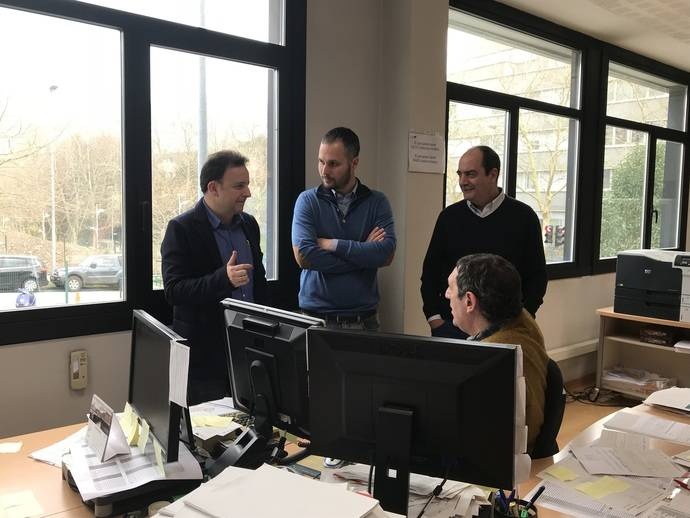 Una delegación de Emtusa Gijón visita las instalaciones de Dbus