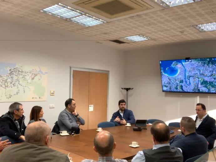 Dbus recibe la visita de una delegación de Euskotren