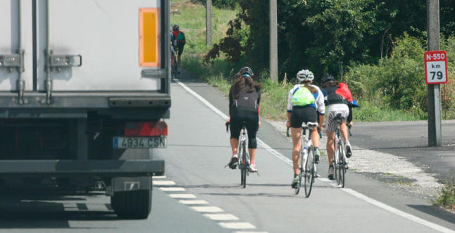 Zoido presenta las nuevas medidas para reducir la accidentalidad de los ciclistas