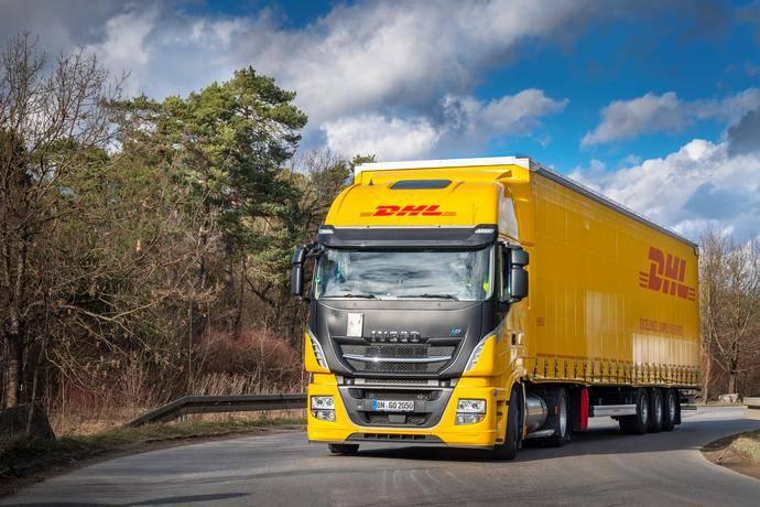 DHL Freight utiliza el primer camión de GNL con mega tráiler en Alemania