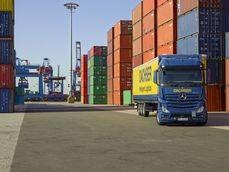 Transporte de Dascher en un puerto español.
