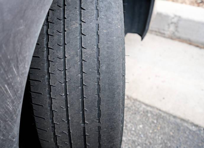La Comisión de Fabricantes de Neumáticos recomienda comprobar el nivel de inflado y desgaste de las cubiertas ante grandes desplazamientos