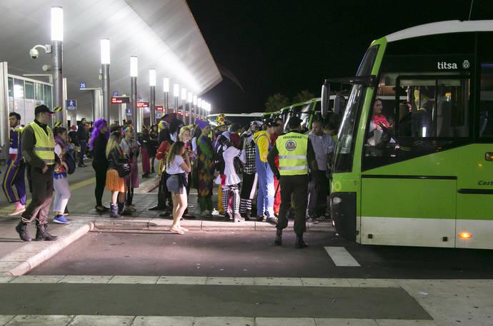 El operativo de seguridad de Titsa cierra con éxito el primer tramo del Carnaval