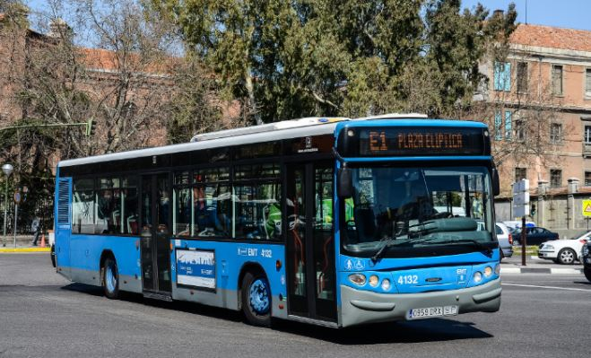 Un autobús de la línea E1.