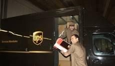 El embajador de EEUU realiza una visita a la sede de UPS en Coslada