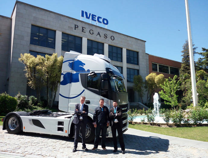 Iveco entrega un Stralis Edición Limitada Pegaso en su fábrica de Madrid
