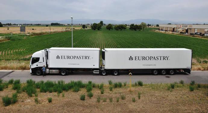 Europastry innova en su transporte, con dos nuevos megacamiones de 60 toneladas