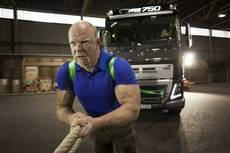 Volvo Trucks y el hombre más fuerte del mundo se unen en un reto extremo
