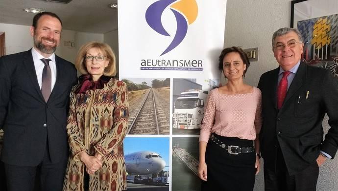 Aeutransmer firma acuerdo para potenciar el transporte marítimo de corta distancia