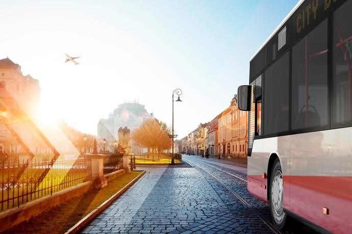 """Firestone """"conquista la ciudad"""" con un neumático de autobús robusto y versátil"""