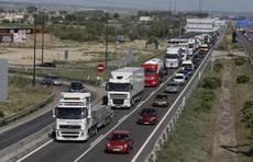 Fetracal rechaza la obligación de circular en autopistas