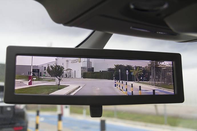 Ficosa presenta un retrovisor interior inteligente que mejora la visión trasera