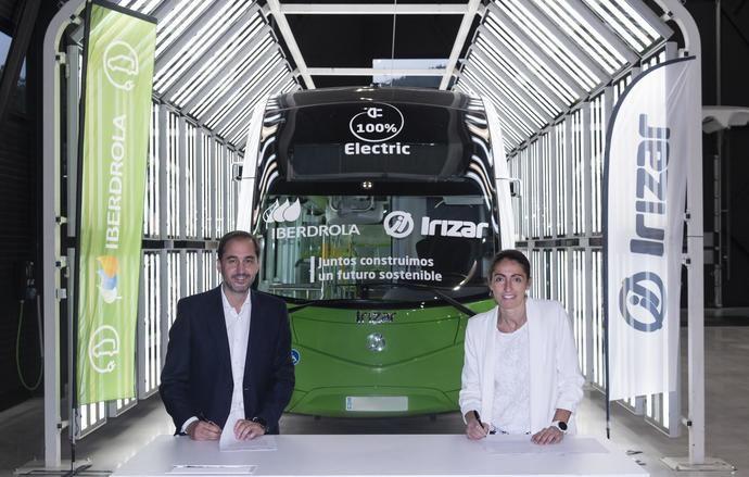 Acuerdo Irizar e Iberdrola para acelerar la movilidad eléctrica