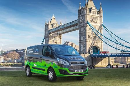 Furgonetas híbridas enchufables Ford a prueba en Londres