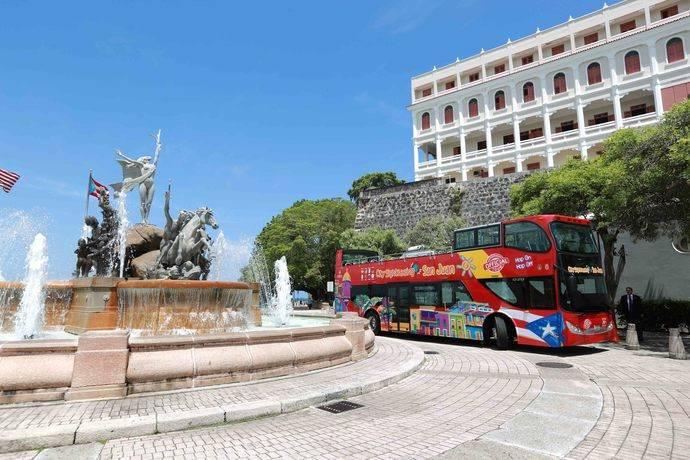El servicio de autobuses turísticos arriba a Puerto Rico