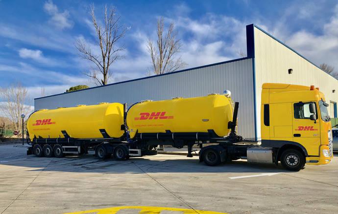 DHL pone en circulación el primer megacamión de doble cisterna