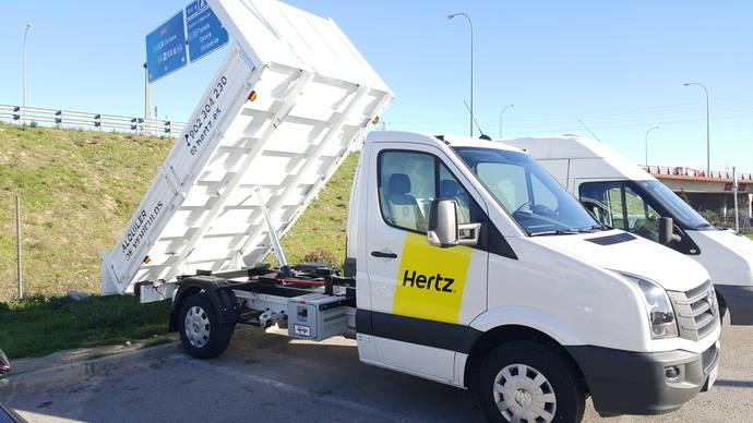 Hertz decide expandir su flota de furgonetas con caja abierta
