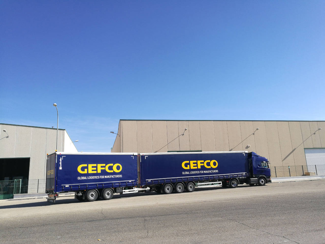 Gefco España incrementa sus megacamiones