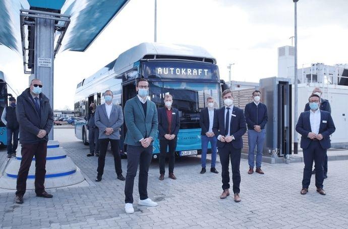 El proyecto eFarm entra en fase final con la entrega de dos buses de hidrógeno