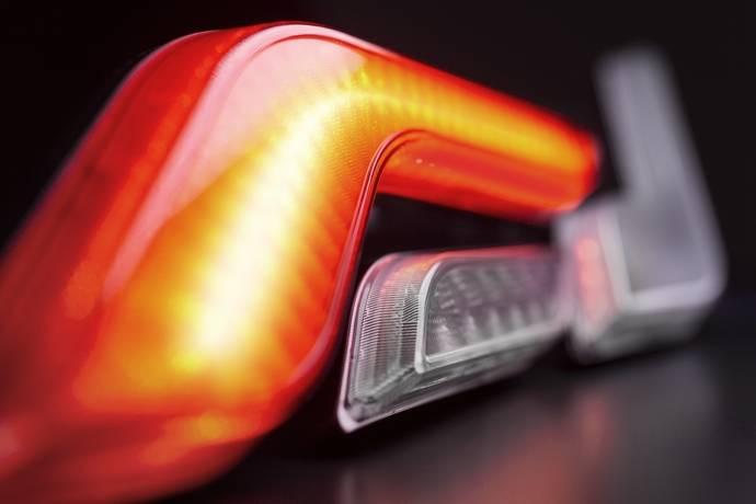 """Serie de pilotos LED """"Shapeline"""" para vehículo industrial de HELLA"""