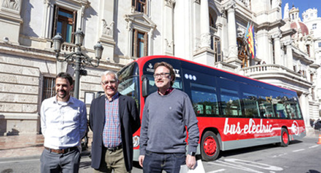 Valencia adquiere dos autobuses eléctricos y 35 híbridos