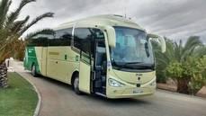 Uno de los autobuses que presta servicio a La Sepulvedana