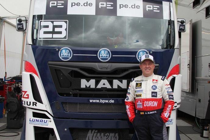 Antonio Albacete, ídolo en la carrera de camiones Hungaroring