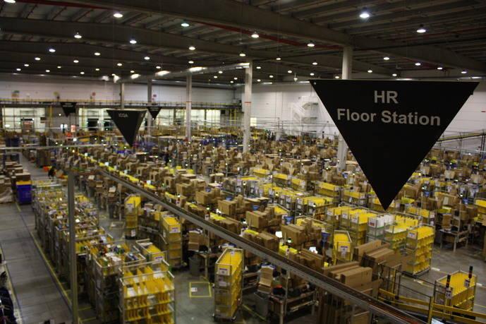 NEXOLOG hace una visita al centro logístico de Amazon en España