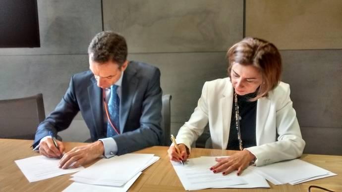 Confebus y Repsol firman una alianza de cooperación, al respecto de tarjeta Solred