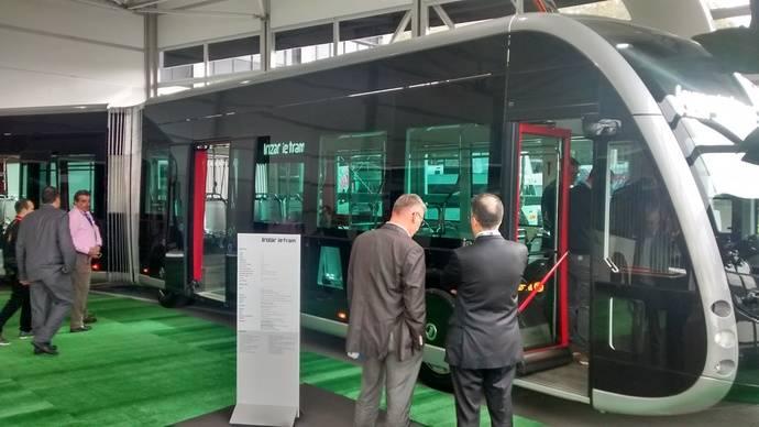 Irizar muestra al público, en Buswolrd, su nuevo vehículo eléctrico ie Tram