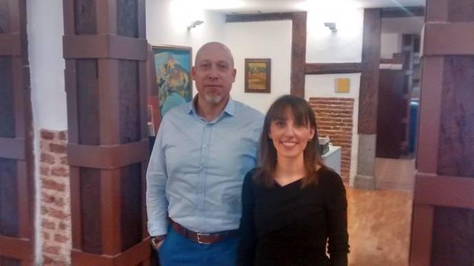 Heike de la Horra Veldman, Director de Ventas en España de TomTom Telematics, junto a Alicia Viernes, Directora de Marketing de la misma compañía.
