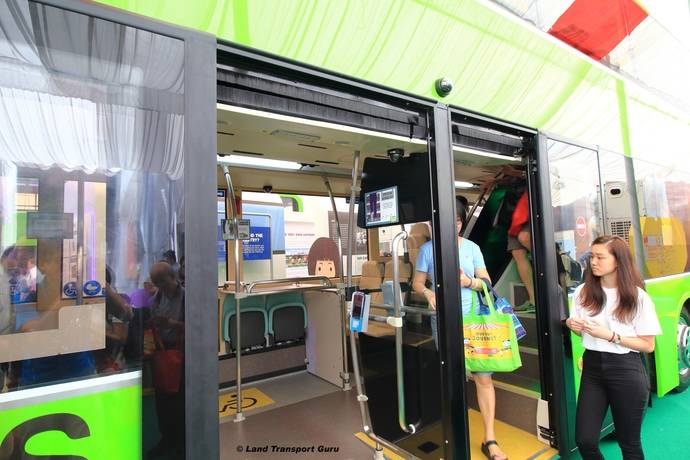 El concept-bus de Singapur con puertas Masats