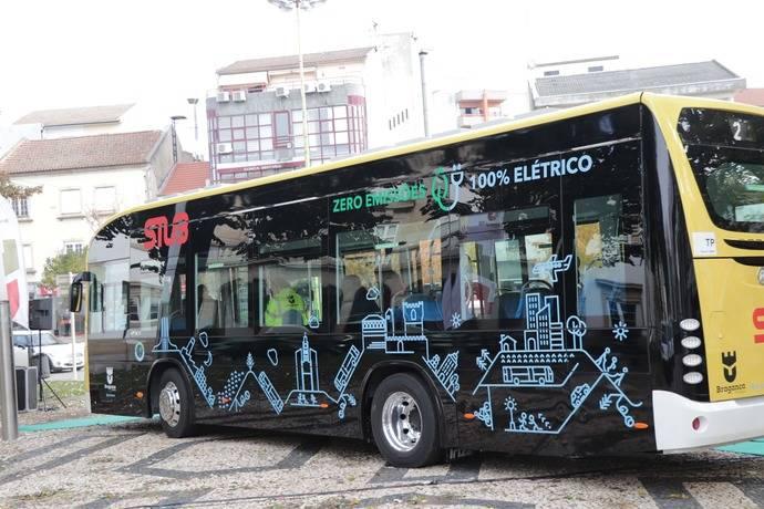 Los primeros autobuses eléctricos Irizar ya circulan en Portugal